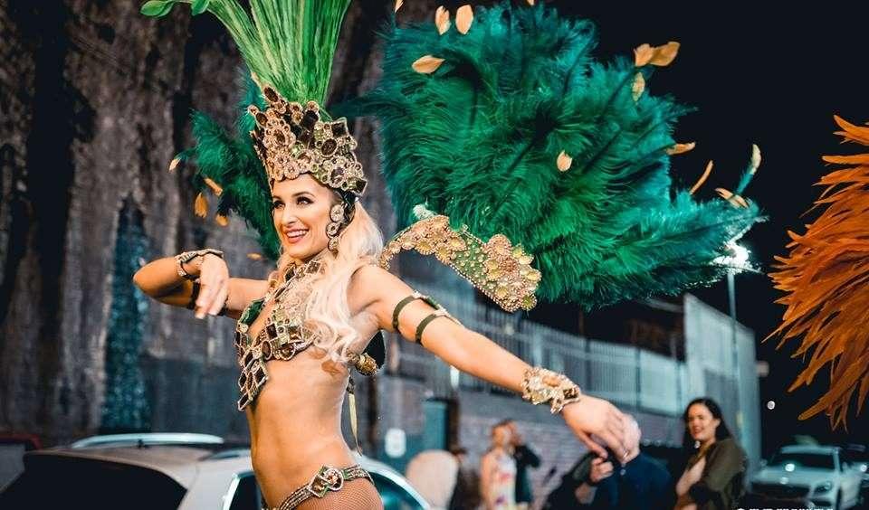 Carnival Stilt Walkers - Stilt Walkers - Live Performers